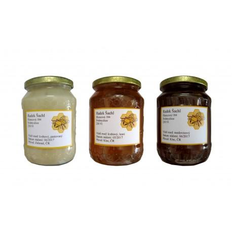 Prodej medu- Šárka a Radek Šachlovi- Svémyslice- okres Praha-východ
